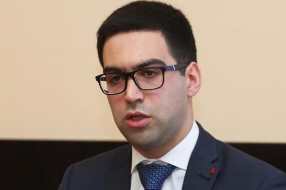 Իշխանությունները վրդովված են Ռուստամ Բադասյանից, կարծում են՝ նա է այս իրավական անգրագիտության և ՍԴ հարցում իրենց խայտառակվելու թիվ 1 պատասխանատուն․ «Հրապարակ»