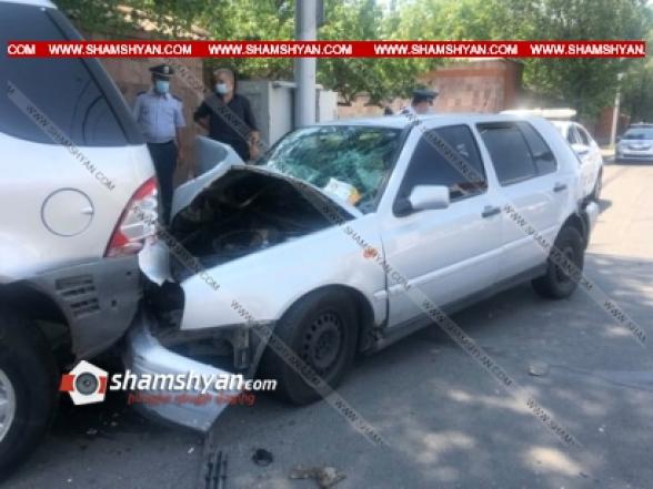Երևանում անհայտ մակնիշի ավտոմեքենան բախվել է Volkswagen-ին և դիմել փախուստի. վերջինս էլ բախվել է Mercedes-ին