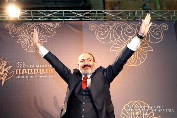 Ա լյա Նիկոլ A la Nikol․ Լավ, ասենք՝ յոթ շրջանները Ադրբեջանին տալը իմ մեղքով էր, բա Ավարայրի ճակատամարտն ո՞ւմ մեղքով էր