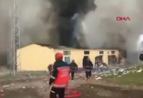 На фабрике по производству фейерверков в Турции произошел мощный взрыв (видео)