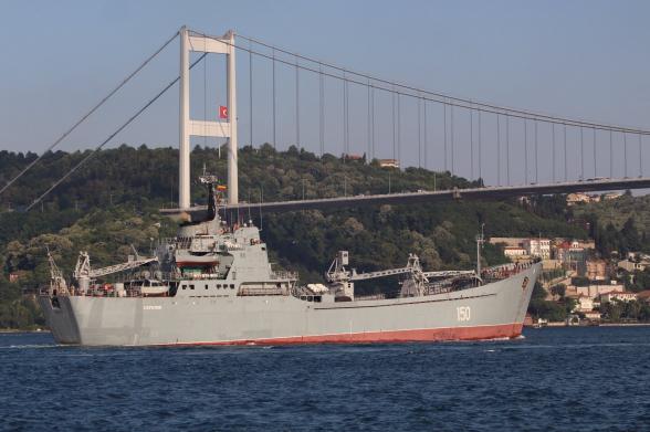 В Босфоре заметили плывущий в Сирию корабль с российскими танками