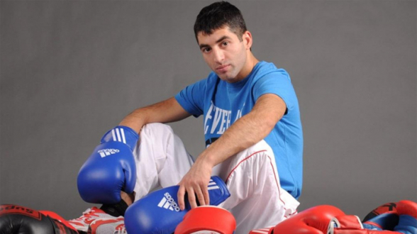 Российский боксер Алоян проведет претендентский бой 15 октября