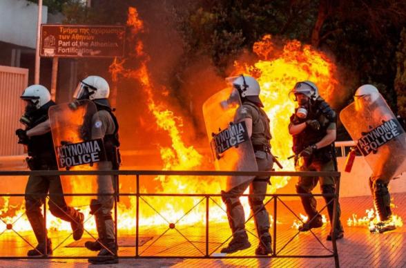 В Афинах произошли беспорядки из-за проекта об ограничении митингов