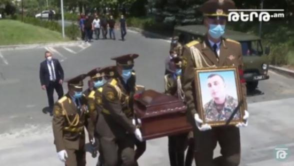 В пантеоне Ераблур состоялись похороны майора Гаруша Амбарцумяна (видео)