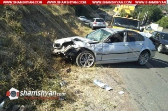 Կոտայքի մարզում 25-ամյա վարորդը BMW-ով Արգել գյուղի գերեզմանատան մոտ բախվել է քարերին. բժիշկները պայքարում են նրա ու վիրավորի կյանքի համար