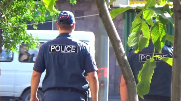 ՊՊԾ գնդի ոստիկանները հետապնդել ու բռնել են կնոջը կողոպտած անձին․ նա ձերբակալվել է
