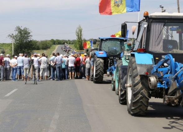 Протестующие в Молдавии фермеры блокируют дороги