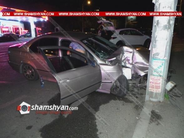 Երևանում 21-ամյա վարորդը BMW-ով Կոմիտասի պողոտայում բախվել է էլեկտրասյանը. վարորդի հայրը տեղափոխվել է հիվանդանոց