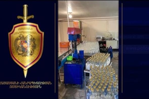 Ոստիկանները բացահայտել են օղու արտադրության ապօրինի ձեռնարկատիրական գործունեության դեպքեր (տեսանյութ)