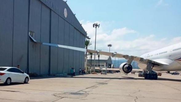 Самолет президента Франции столкнулся с ангаром в аэропорту Бейрута