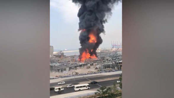 В порту Бейрута вспыхнул сильный пожар (видео)