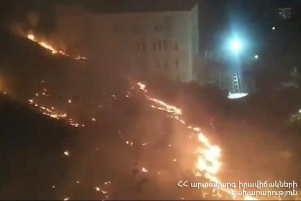 Մատենադարանի հետնամասում այրվել է մոտ 2 հա խոտածածկույթ (տեսանյութ)