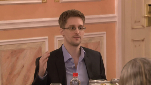 Сноуден опроверг сообщения о готовности выплатить властям США $5 млн