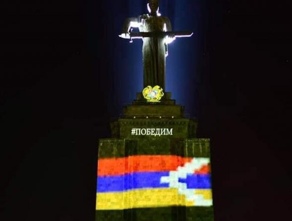 Գիշերը Մայր Հայաստանի արձանը լուսավորվել էր Արցախի դրոշով (լուսանկար)