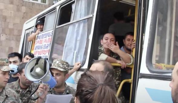 Հայ կանայք Արցախ են մեկնում տղամարդկանց հետ