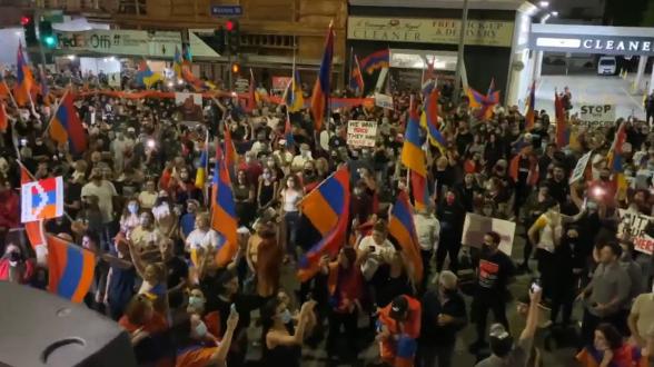 В Лос-Анджелесе прошла многотысячная акция протеста против действий Турции и Азербайджана (видео)
