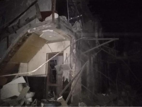 Ստեփանակերտի հրթիռակոծությունից 2 հարկանի բնակելի տունն ամբողջությամբ ավերակի է վերածվել (լուսանկար)