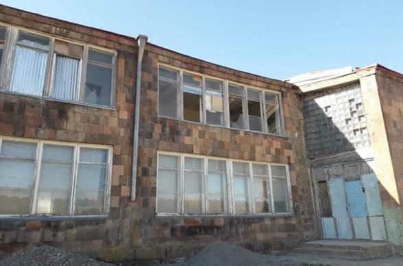 В Гегаркуникском марзе 2 школы повреждены в результате ударов беспилотниками