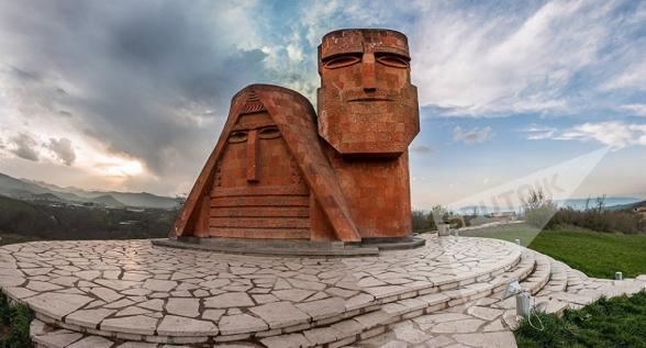Եթե մենք ուրիշ պետություններին կոչ ենք անում ճանաչել Արցախի Հանրապետության անկախությունը, Հայաստանը պարտավոր է առաջինը անել այդ քայլը