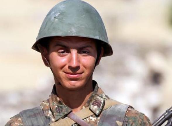 Ադրբեջանցիները որպես զոհվածի տարածում են Արման Սարոյանի լուսանկարը, որը դեռ առաջնագծում չի եղել
