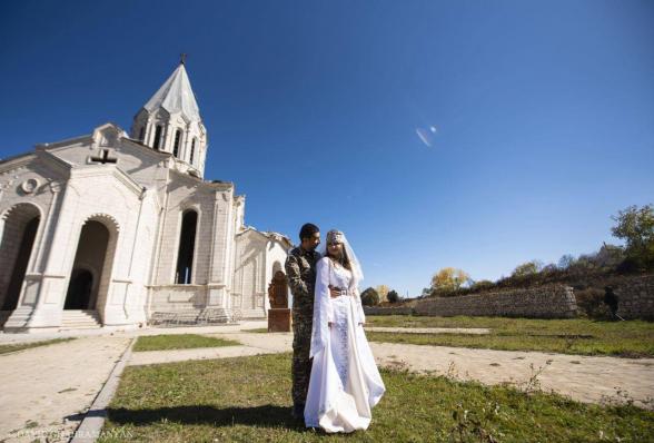 «Ես հույս ունեմ, որ մենք վերջին սերունդը կլինենք, որ պատերազմի ժամանակ է ամուսնանում»․ Շուշիում երեկ պսակադրված Մարիամն՝ իր ամուսնության ու հավատի մասին