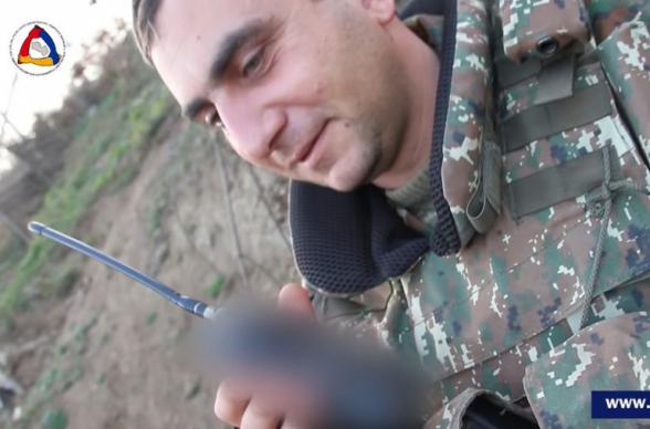 Солдат спел по радиосвязи, чтобы подбодрить сослуживцев
