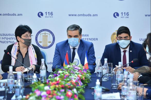 Հայաստանի մարդու իրավունքների պաշտպանը Ֆրանսիայի խորհրդարանական պատվիրակությանն է ներկայացրել ադրբեջանական դաժանությունները կոնկրետ օրինակներով