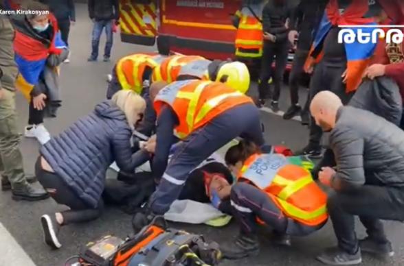 Во Франции турки с молотками напали на армян, проводящих мирную акцию (видео)