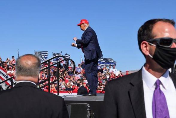 Над Аризоной рядом с митингом Трампа перехвачен неизвестный самолет