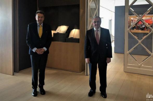 Глава МИД Армении встретился с директором МККК