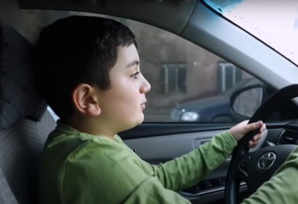 11-ամյա Աշոտը մեքենան ինքնուրույն վարելով Արցախից Երևան է հասցրել ընտանիքին և հարևաններին