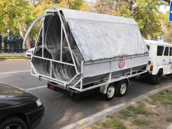 Անհրաժեշտության դեպքում կօգտագործվի.Փշալարերի մեքենան` Դեմիրճյանումէ, ԱԺ-ի շուրջ ոստիկանական ուժեր են
