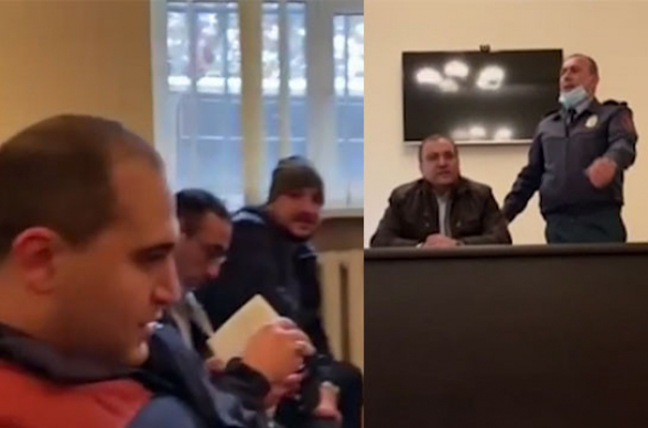 «Никол – предатель!»: акция в отделении полиции (видео)