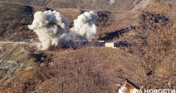 Հայ զինվորականները պայթեցնում են Քարվաճառի զորամասի շենքը
