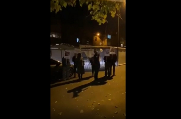 Акции протеста во дворах депутатов от фракции «Мой шаг: граждане обвиняют их в сдаче Арцаха и предательстве народа (видео)