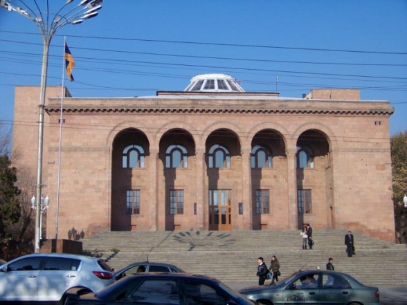 Президиум Академии наук Армении потребовал отставки правительства и премьера Пашиняна