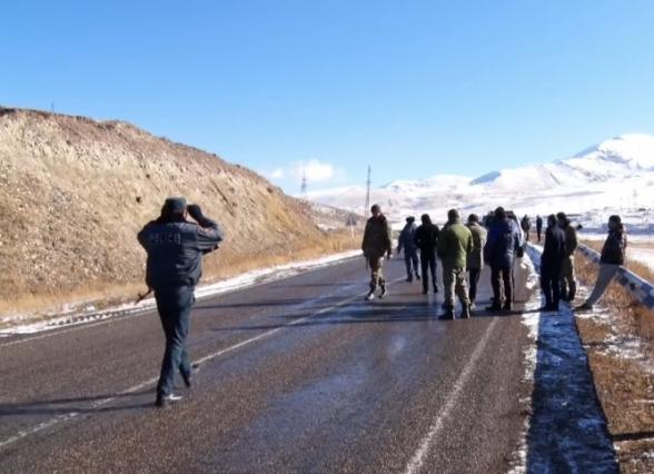 Սոթքի ոսկու հանքի աշխատակիցները բողոքի ակցիա են անում (տեսանյութ)
