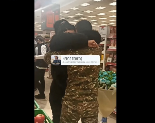 Вот если бы все сыновья могли так прийти и обнять своих матерей