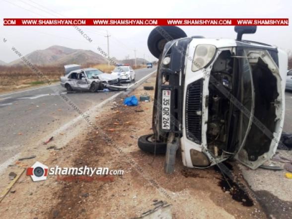 Արարատի մարզում բախվել են Mercedes-ն ու բեռնատար Газель-ը․ վերջինս կողաշրջվել է. կա 5 վիրավոր