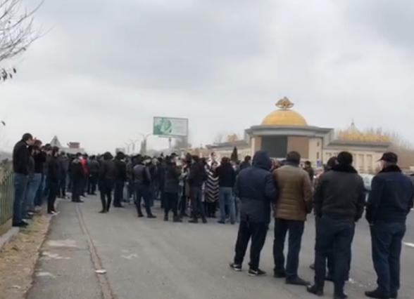 Жители Котайкского марза направляются шествием на площадь Свободы для участия в митинге по спасению Родины (видео)