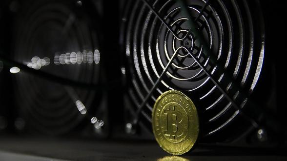 Стоимость биткоина превысила рекордную отметку в $38 тыс.