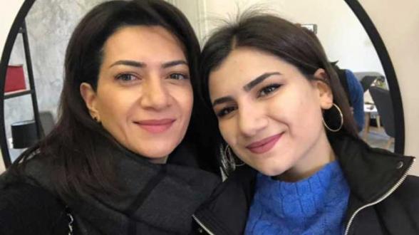 Анну Акопян и ее дочерей в московском аэропорту встретили выкриками «Предатели» (видео)