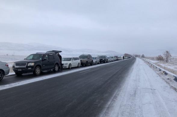 Երևան-Մեղրի ճանապարհին մերկասառույցի պատճառով արգելափակվել է մոտ 100 ավտոմեքենա, 12-ը բախվել են իրար, ևս մեկը մոտ 30 մ սահել է ձորը