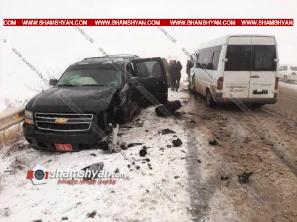 Սյունիքի մարզում 61-ամյա վարորդը Mercedes-ով բախվել է Հայաստանում ԱՄՆ դեսպանատան Chevrolet-ին. կան վիրավորներ