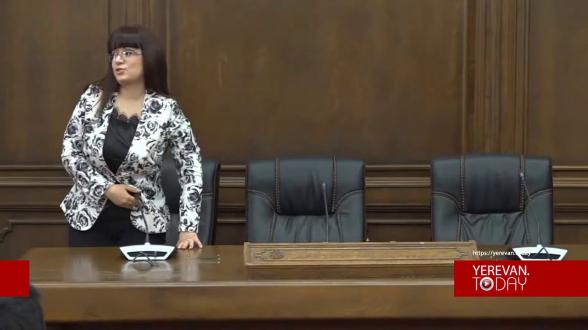 Депутаты от «Моего шага» отказались отвечать на вопрос о том, Шуши – армянский город или нет, и покинули брифинг (видео)