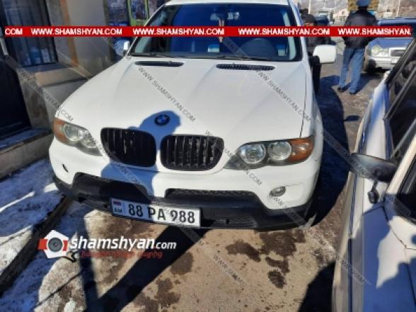 Շղթայական ավտովթար Վանաձորում, բախվել են Mercedes և ВАЗ 2106 մակնիշի ավտոմեքնաները, ВАЗ 2106-ն էլ բախվել է կայանված BMW X5 և Opel մակնիշի ավտոմեքենաներին․ կա 5 վիրավոր