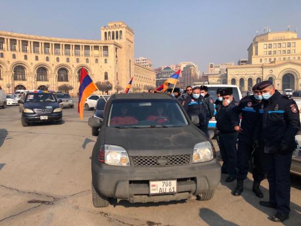 ՃՈ-ն անհեթեթ պատճառաբանությամբ կանգնեցրեց որոշ ավտոմեքենաներ՝ թույլ չտալով մասնակցել ավտոերթին. Հայրենիքի փրկության շարժում (լուսանկար, տեսանյութ)