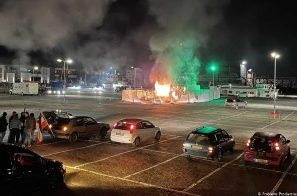 Массовые беспорядки произошли в Нидерландах из-за ужесточения локдауна