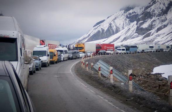 Ստեփանծմինդա-Լարս ավտոճանապարհը բաց է բոլոր տեսակի ավտոմեքենաների համար․ ռուսական կողմում կա մոտ 600 կուտակված բեռնատար ավտոմեքենա