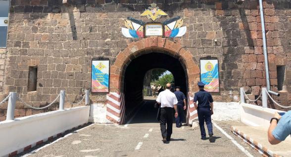 Արժե՞ անհանգստանալ Գյումրիում զինտեխնիկայի ու զինվորների տեղաշարժից